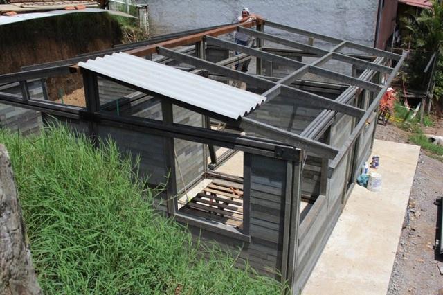 Căn nhà xây trong 5 ngày, chi phí rẻ không ngờ nhờ làm từ gạch... nhựa - 3