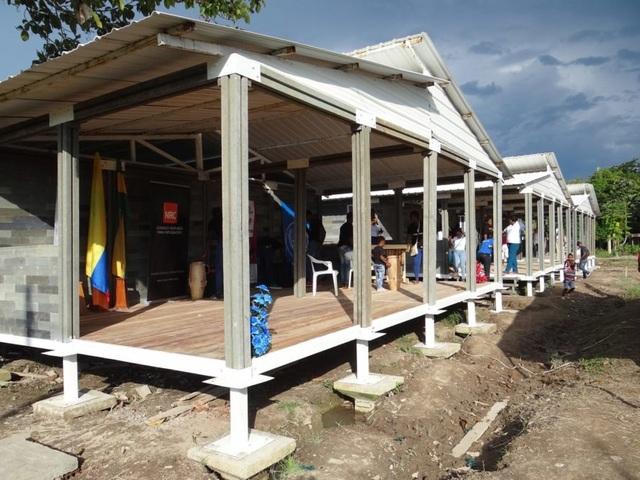 Căn nhà xây trong 5 ngày, chi phí rẻ không ngờ nhờ làm từ gạch... nhựa - 6