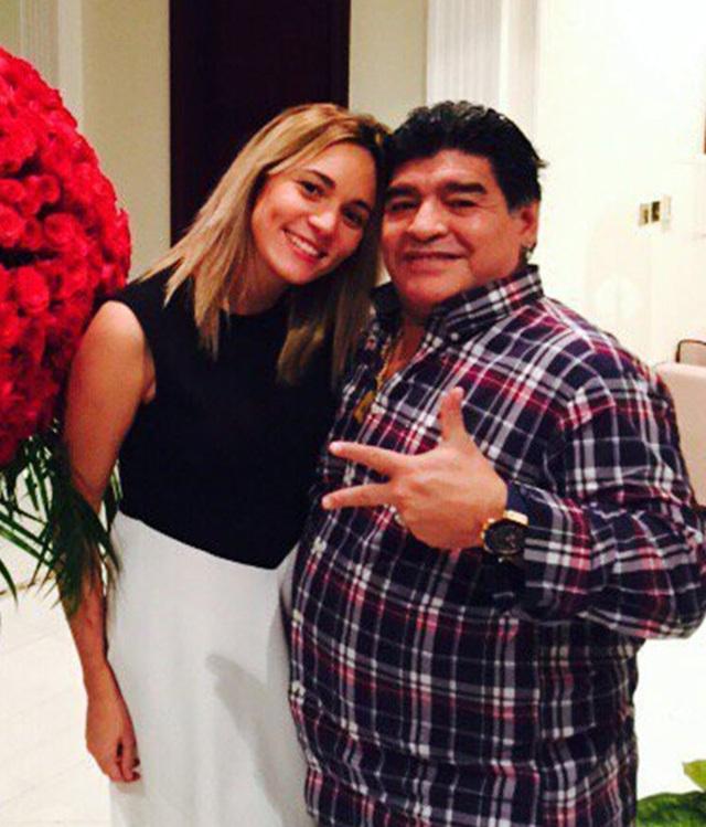 Maradona đã qua đời, bạn gái cũ vẫn ngang nhiên mạo danh tiêu tiền - 1