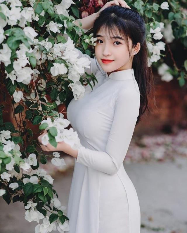 Nữ sinh Đồng Nai mặc áo dài đẹp xuất sắc, diện đồ thường gợi cảm gấp trăm lần - 2