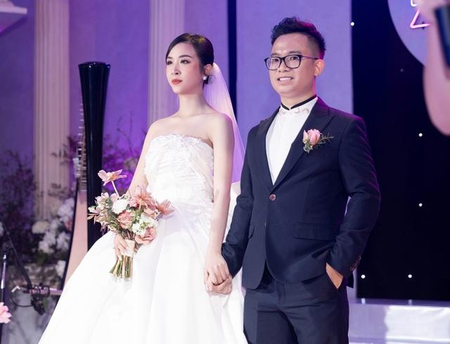 Trần Tiểu Vy khóc, Đỗ Mỹ Linh làm MC cho đám cưới Thúy An - 17