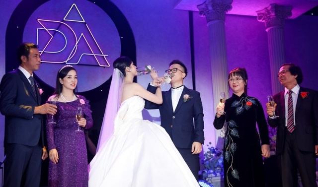 Trần Tiểu Vy khóc, Đỗ Mỹ Linh làm MC cho đám cưới Thúy An - 23