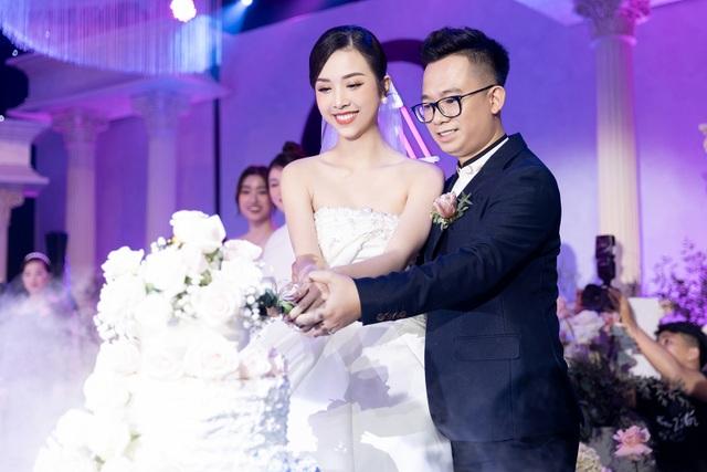 Trần Tiểu Vy khóc, Đỗ Mỹ Linh làm MC cho đám cưới Thúy An - 22