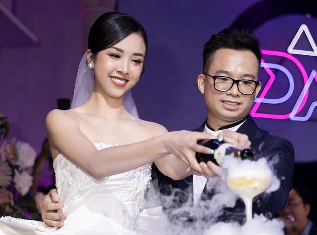 Trần Tiểu Vy khóc, Đỗ Mỹ Linh làm MC cho đám cưới Thúy An - 21