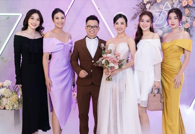 Trần Tiểu Vy khóc, Đỗ Mỹ Linh làm MC cho đám cưới Thúy An - 8