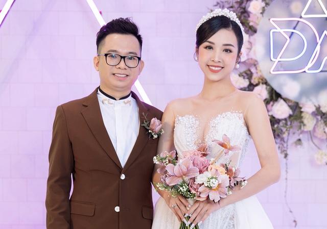 Trần Tiểu Vy khóc, Đỗ Mỹ Linh làm MC cho đám cưới Thúy An - 1