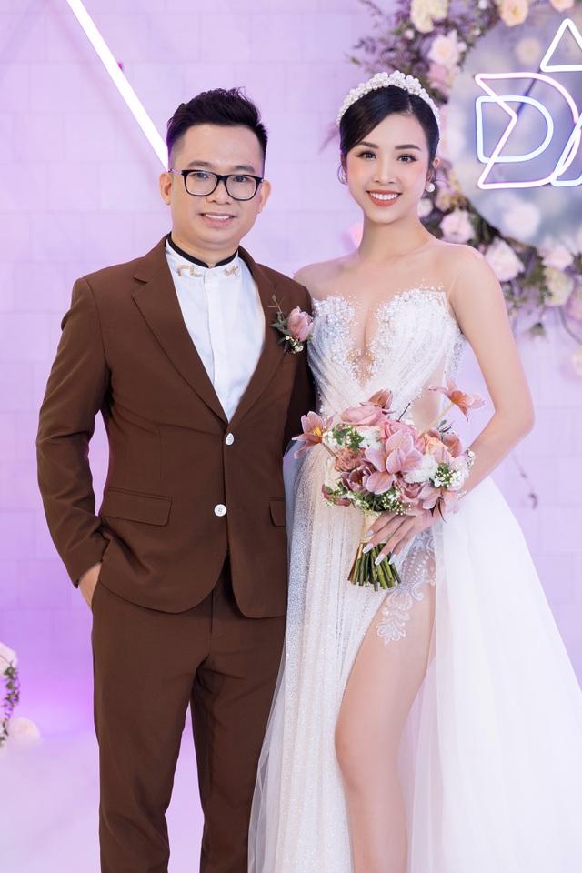 Trần Tiểu Vy khóc, Đỗ Mỹ Linh làm MC cho đám cưới Thúy An - 6