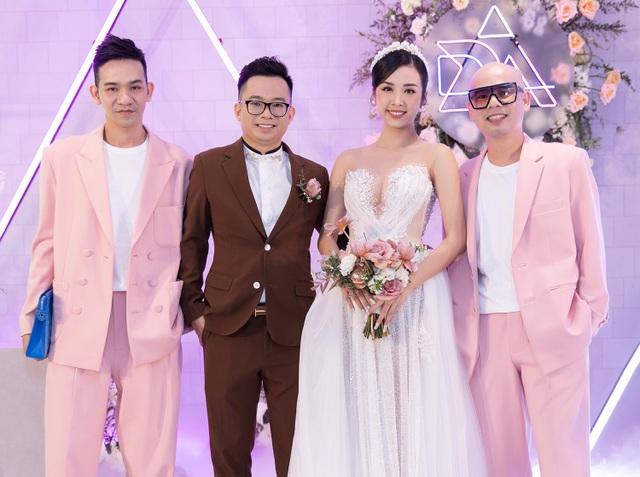 Trần Tiểu Vy khóc, Đỗ Mỹ Linh làm MC cho đám cưới Thúy An - 13
