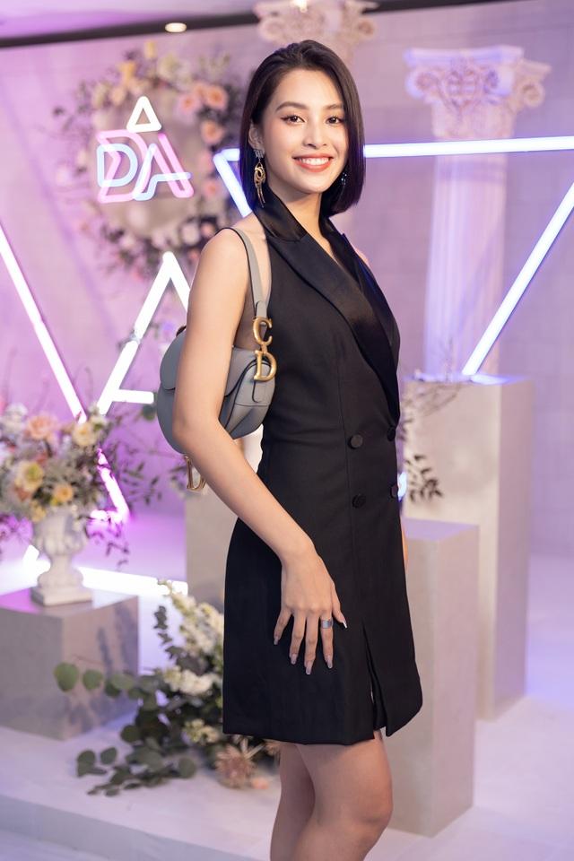 Trần Tiểu Vy khóc, Đỗ Mỹ Linh làm MC cho đám cưới Thúy An - 11