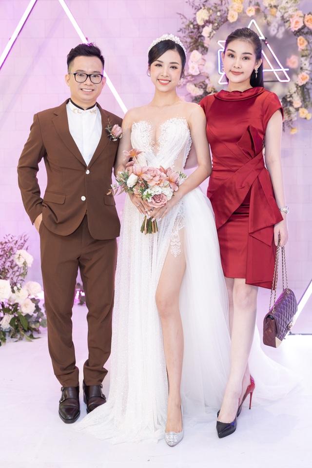 Trần Tiểu Vy khóc, Đỗ Mỹ Linh làm MC cho đám cưới Thúy An - 12