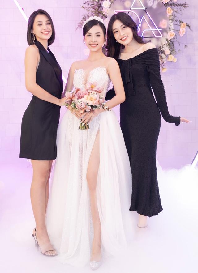 Trần Tiểu Vy khóc, Đỗ Mỹ Linh làm MC cho đám cưới Thúy An - 10