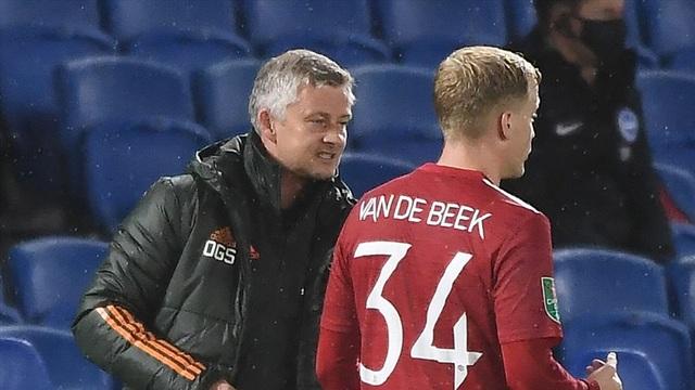 HLV Solskjaer: Van De Beek đang không hạnh phúc - 2