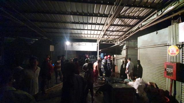 Hai kiot trong chợ Biên Hòa bị lửa thiêu rụi - 1