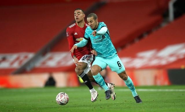 Man Utd 3-2 Liverpool: Salah lập cú đúp, Fernandes tung đòn quyết định - 14