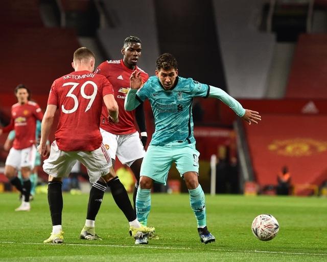 Man Utd 3-2 Liverpool: Salah lập cú đúp, Fernandes tung đòn quyết định - 11
