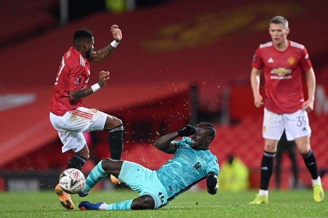 Man Utd 3-2 Liverpool: Salah lập cú đúp, Fernandes tung đòn quyết định - 5