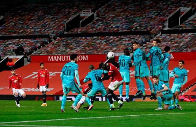 Man Utd 3-2 Liverpool: Salah lập cú đúp, Fernandes tung đòn quyết định - 4