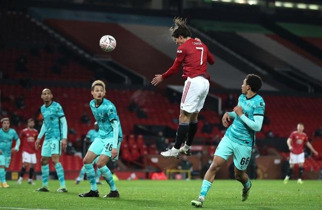 Man Utd 3-2 Liverpool: Salah lập cú đúp, Fernandes tung đòn quyết định - 3