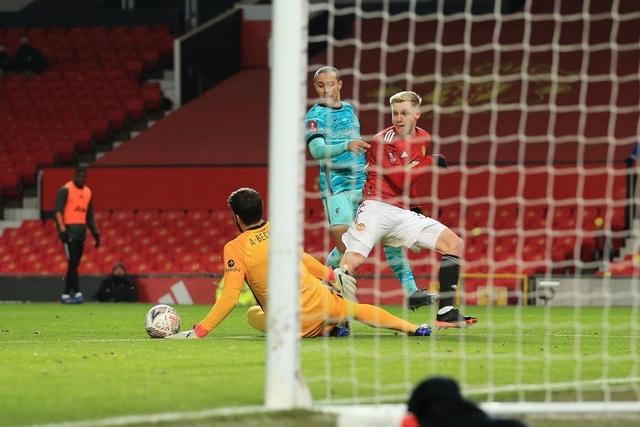 Những khoảnh khắc Man Utd vượt qua Liverpool ở Old Trafford - 12