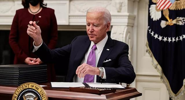 Ông Biden bận rộn đảo ngược chính sách của ông Trump - 1