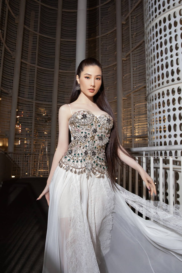 Chi Pu bị chê vì bộ váy xuyên thấu kém duyên - 7