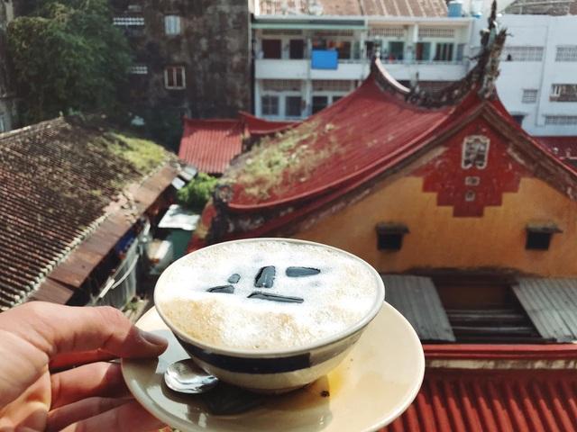 Độc đáo cà phê thuốc Bắc, thực khách muốn thưởng thức phải dùng bát - 2