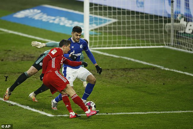 Thắng đậm Schalke, Bayern Munich tăng tốc trong cuộc đua vô địch - 3