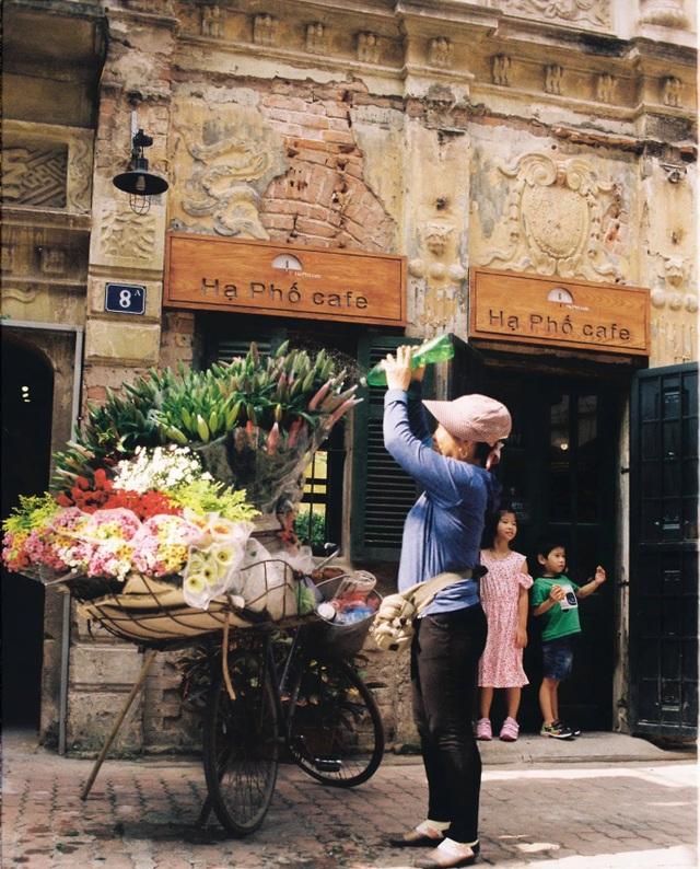 Quán cà phê trong ngôi biệt thự cổ ở Hà Nội - 9