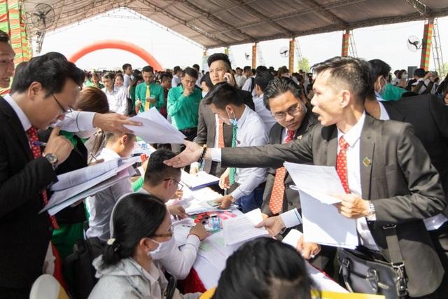 2.000 người chen chân mua đất Thăng Long Central City - 3