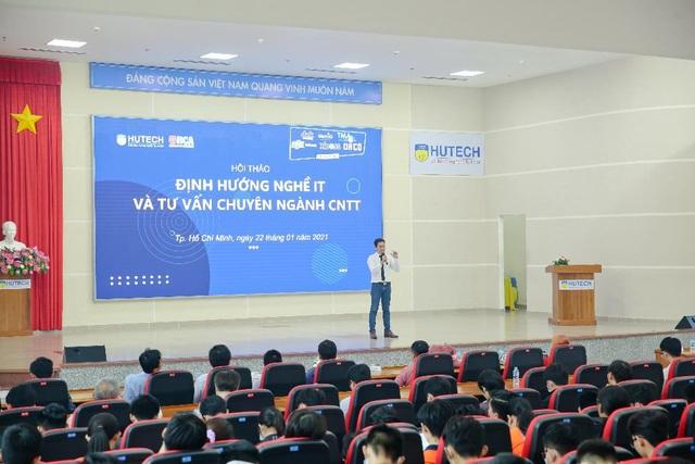 Doanh nghiệp làm hướng dẫn viên giúp sinh viên IT HUTECH định hướng nghề nghiệp - 2