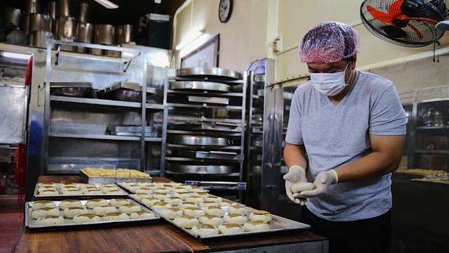 Tiệm bánh pía thu hàng trăm triệu đồng mỗi dịp cuối năm - 2