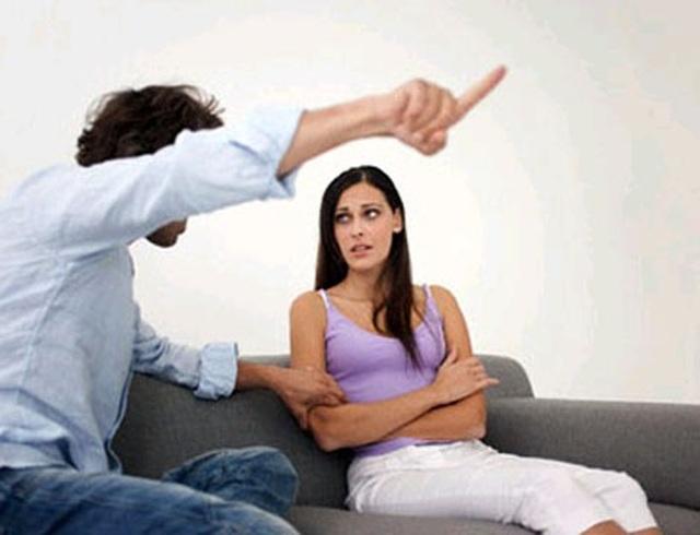 Cấm vợ về nhà ngoại ăn Tết: độc đoán, hèn! - 1