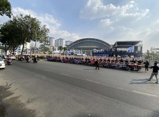 Tập kết ở SVĐ Phú Thọ, hàng trăm anh em Winner X di chuyển đến Winner X Rapper show - 1