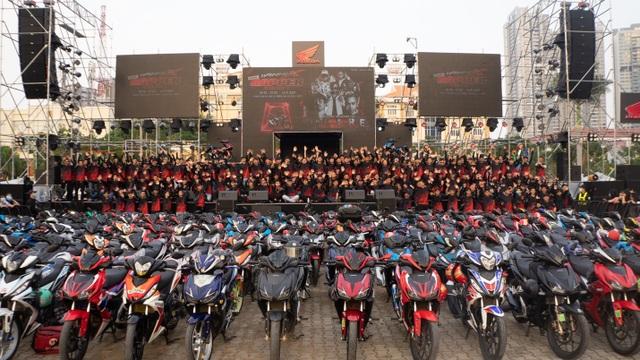 Tập kết ở SVĐ Phú Thọ, hàng trăm anh em Winner X di chuyển đến Winner X Rapper show - 2