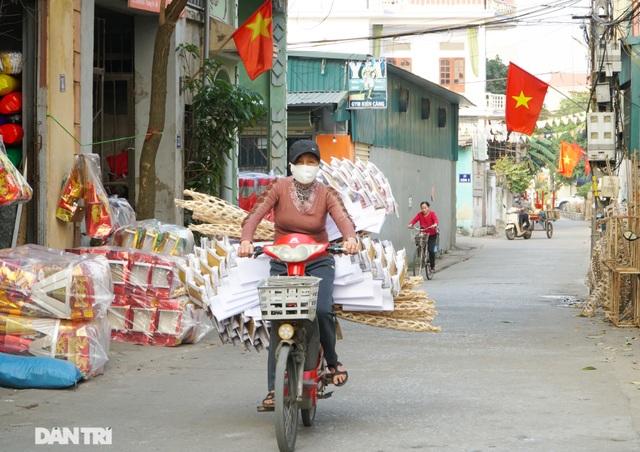 Nơi cả làng chỉ đan rổ rá nay thành thủ phủ của những nghệ nhân làm vàng mã - 1
