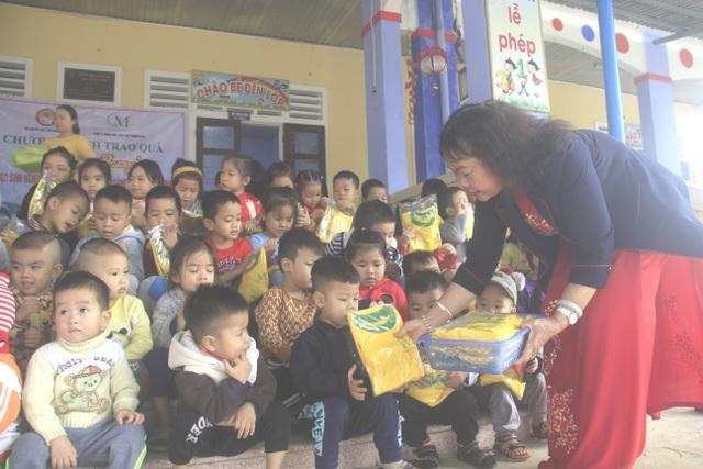 Quảng Trị: Mang Xuân yêu thương đến với học sinh nghèo hiếu học vùng lũ - 4