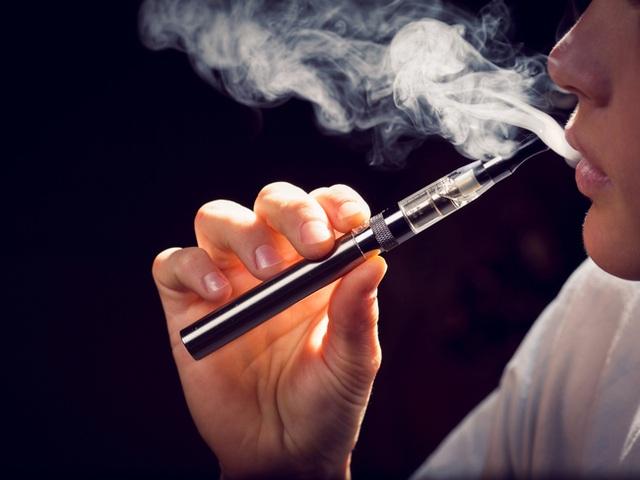 Báo động tình trạng ma túy núp bóng thuốc lá điện tử - 1