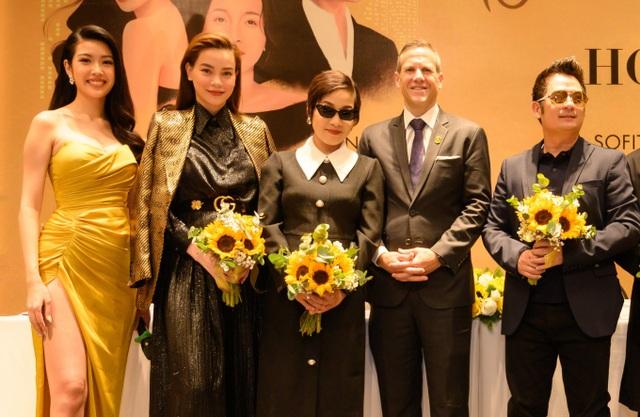 Hồ Ngọc Hà đọ dáng cùng Á hậu Thúy Vân - 5