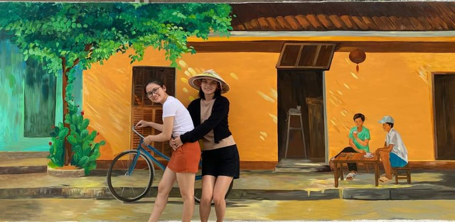 Tourists enjoy checking-in the first mural village in Ninh Thuan - 4