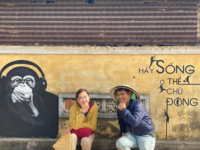 Tourists enjoy checking-in the first mural village in Ninh Thuan - 13
