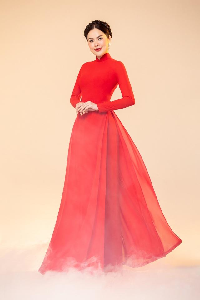 Hoa hậu Phương Lê  khoe sắc với áo dài - 2