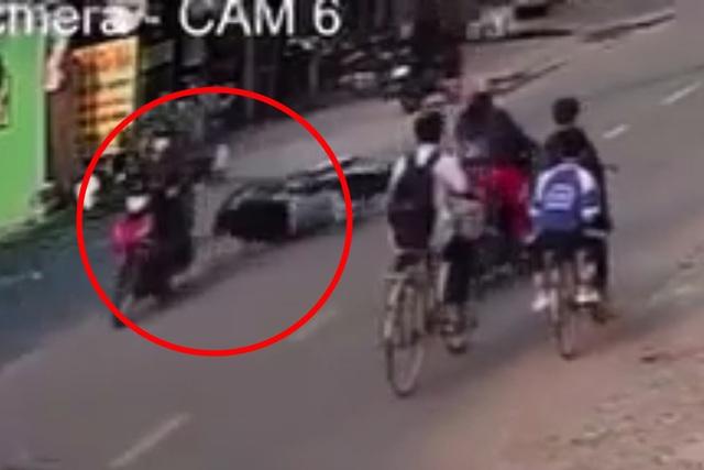 Nam thanh niên bị cướp giật dây chuyền, kéo lê trên đường - 1