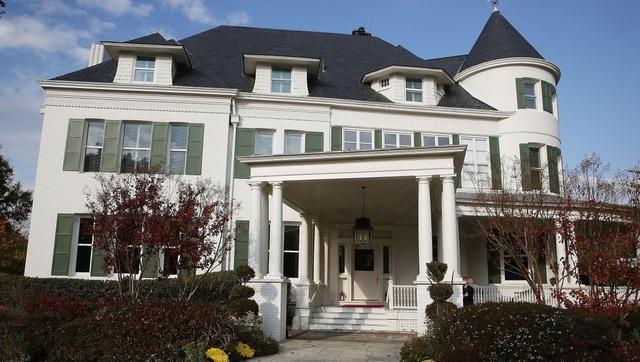 Nữ Phó Tổng thống đầu tiên của nước Mỹ sống ở ngôi nhà như thế nào? - 2