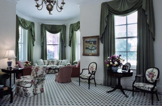 Nữ Phó Tổng thống đầu tiên của nước Mỹ sống ở ngôi nhà như thế nào? - 3