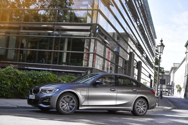 BMW bổ sung phiên bản hybrid sạc điện cho dòng 3 và 5 series - 3