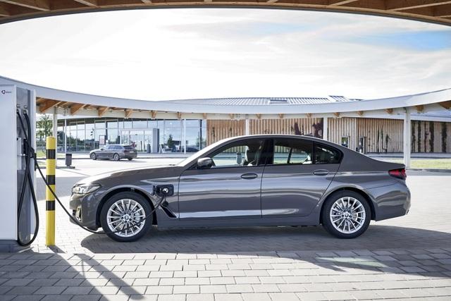 BMW bổ sung phiên bản hybrid sạc điện cho dòng 3 và 5 series - 6