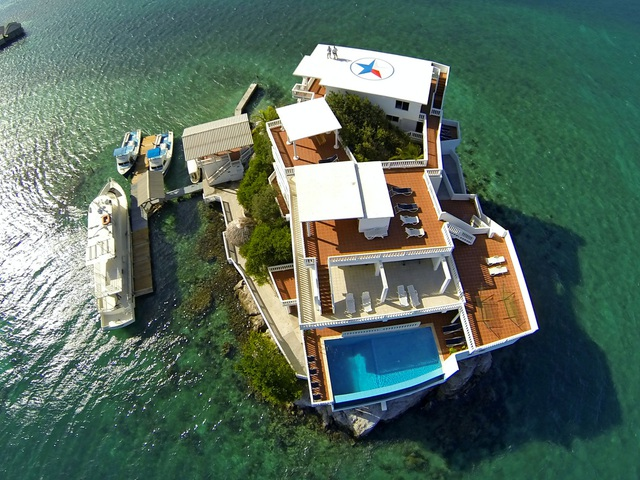 Đại gia xây biệt thự xa hoa triệu USD giữa biển, có cả bãi đỗ trực thăng - 2