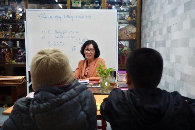 Cô giáo về hưu mở lớp miễn phí giúp học trò khó khăn - 4