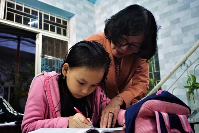Cô giáo về hưu mở lớp miễn phí giúp học trò khó khăn - 3