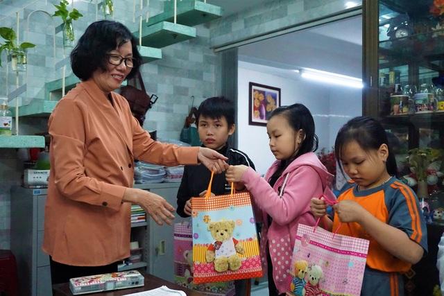 Cô giáo về hưu mở lớp miễn phí giúp học trò khó khăn - 5